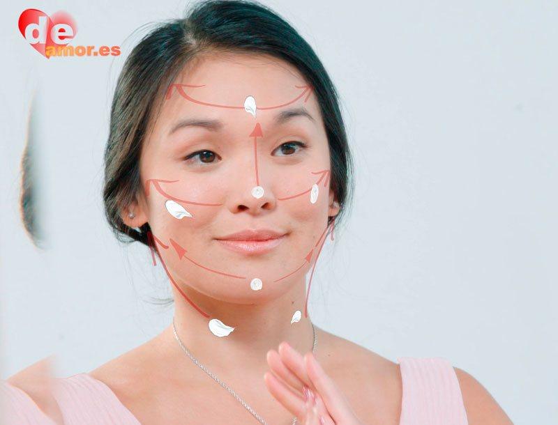 Como-aplicar-serum-facial-antiarrugas-profesional
