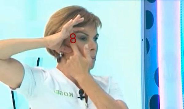 Masaje contorno ojo con serum facial