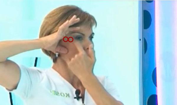 Masaje 8 contorno ojo con serum facial